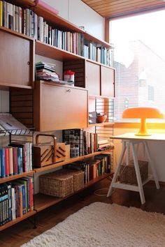 Modern Mid Century Bookcase Design Ideas You Will Love - Furniture Best Home Design Mid Century Modern Bookcase, Mid Century Modern Living Room, Mid Century House, Mid Century Modern Design, Mid Century Shelves, Midcentury Modern, Modern Lamps, Eclectic Modern, Modern Lighting