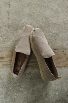 Keep it casual in TOMS Desert Taupe Suede Deconstructed Alpargatas.
