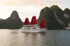 Syrena Cruise is one of luxury cruise 4 stars in Halong bay, the services are very excellent. Vietnam Tours, Vietnam Travel, Travel Around The World, Around The Worlds, Bay Boats, Cruise Packages, Travel Companies, Short Trip, Hanoi