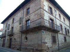 #Ezcaray situado en la sierra de la Demanda a orillas del río Oja, un pueblo para el descanso, la tranquilidad y también para los amantes de los deportes de montaña cerca de la estación de #esquí_Valdezcaray, #La_Rioja. Pulse en la fotografía para ver #casas_en_La_Rioja