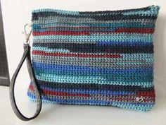 Clutch de ganchillo con tejano...ideal!!! by Sususi Hands. Disponibles en Facebook