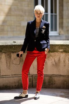 love the nautical colors and sleekness of this look.