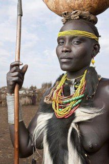 Woman photographed by Ben McRae in the Omo River Valley, Ethiopia, Africa Tribes Of The World, We Are The World, People Around The World, Tribal People, Tribal Women, Cultures Du Monde, World Cultures, African Tribes, African Women
