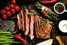 Por ser rica em ferro, a carne vermelha é indicada na dieta pró-fertilidade. Isso porque quando o fe... - Fotolia.com