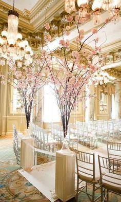 Chic Wedding Flower Decor Ideas - Deer Pearl Flowers / http://www.deerpearlflowers.com/wedding-ceremony-decor/chic-wedding-flower-decor-ideas/