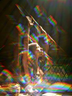GOLDEN /// vintage / golden aesthetic / vintage aesthetic / orange / red / yellow / fashion out Pink Lila, Psy Art, Rainbow Aesthetic, Doja Cat, Shooting Photo, Film Photography, Rainbow Photography, Dreamy Photography, Photoshoot