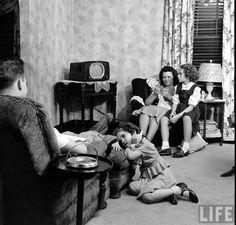 Family radio entertainment. Pre Television life.