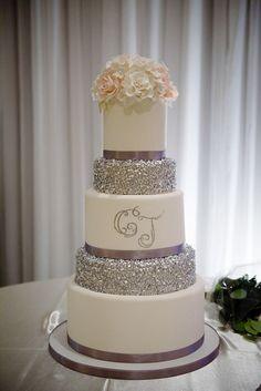 Glam wedding with sparkling details. Sequin linens and wedding cake. White roses and phalaenopsis orchids wedding bouquet and centerpieces. http://www.theweddingguru.ca/portuguese-wedding-london-ontario/ #glamwedding #glitterwedding