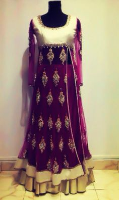 Gorgeous purple Pakistani outfit