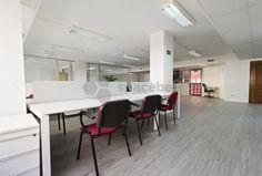 Mesa en coworking con servicios incluidos