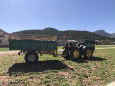 Small grape farmer equipment in the Jalón Valley. Wine Vineyards, Wine Bottle Stoppers, Farmer, Antique Cars, Monster Trucks, Vintage Cars, Wine Bottle Corks, Farmers