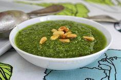 Resepti: Pesto - kotitekoinen pesto Pesto, Palak Paneer, Guacamole, Pizza, Ethnic Recipes, Kitchen, Food, Cooking, Eten