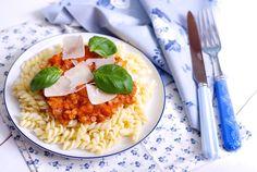 Rychlá boloňská omáčka s červenou čočkou Baby Food Recipes, Gluten Free Recipes, Healthy Recipes, Healthy Food, Recipe Scrapbook, Vegetable Dishes, Raw Vegan, Risotto, Rice