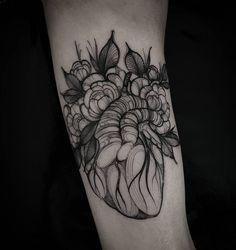 Heart by Felipe Kross #tattoo #blackwork #illustration #Heart instagram: fetattooer
