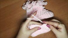 Носочки и пинетки являются неотъемлемым атрибутом гардероба новорожденного ребенка. В первую очередь, они, конечно же, должны выполнять свою основную функцию – оберегать ножки малыша от переохлаждения. А уж потом быть красивыми и оригинальными.  Мы совместим два этих качества и свяжем своими руками пинетки, которые являются не только теплыми, но и довольно симпатичными. Пряжа Камтекс ВЕЛЮР ( Цвет 055 св.розовый)