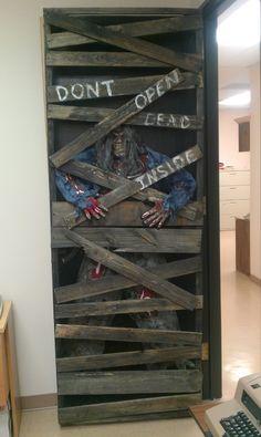 halloween zombie (closet) prop