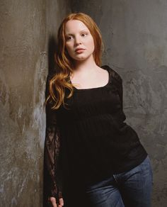 Promotional photo of Lauren Ambrose for Six Feet Under Frances Conroy, Lauren Ambrose, Six Feet Under, Beautiful Redhead, Celebrity Crush, Redheads, Comedy, Crushes, Drama