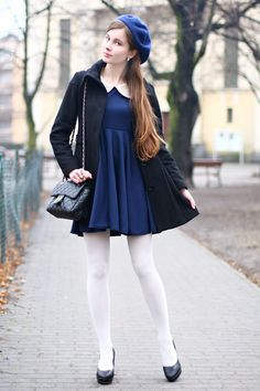 Although we like pantyhose, how to enable us to put on our favorite clothes in the harsh winter is a difficult problem. Colored Tights Outfit, White Tights, Opaque Tights, Fashion Tights, Fashion Outfits, Womens Fashion, Fashion Trends, Mode Bcbg, Beret Outfit