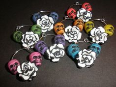 Day of the Dead themed wine glass charms multi colored skulls wrap around a black and white flower Great for party favors, entertaining, gifts, or yourself! Party Themes, Party Ideas, Charm Rings, Wine Glass Charms, Halloween Jewelry, Day Of The Dead, Sugar Skull, White Flowers, Halloween Party