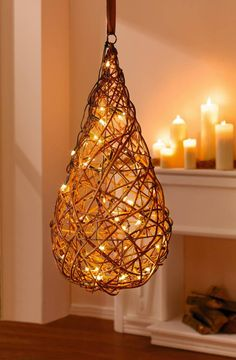 Декор з гілочок: ідеї для зимової творчості . Willow Weaving, Basket Weaving, Luminaria Diy, Newspaper Crafts, Weaving Art, Lamp Shades, Home Crafts, Lights, Decoration