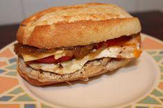 Mis Recetas: Montadito sabroso Bacon Queso, Hamburger Hotdogs, Coffee Drink Recipes, Brunch Buffet, Sandwich Recipes, Lunch Recipes, Sandwiches For Lunch, Cooking Recipes, Fat Foods