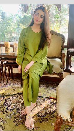 Girls Dresses Sewing, Stylish Dresses For Girls, Stylish Dress Designs, Designs For Dresses, Simple Dresses, Pakistani Fashion Party Wear, Indian Fashion Dresses, Pakistani Outfits, Simple Kurta Designs