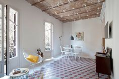 Un apartamento de estilo #modernista y lleno de color #hogarhabitissimo #hidráulicas