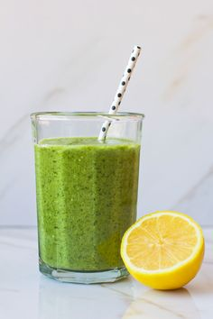 Green Smoothie Recipe, so smooth and delicious with tropical flavors from pineapple and coconut water! on www.sequinsandstripes.com #greensmoothie #recipe #healthy
