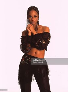 Portrait of singer Alicia Keys, New York, 2001. (Photo by Anthony Barboza/Getty Images)
