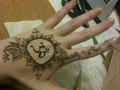 Current om henna hand