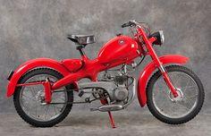"""La Maserati 50 SS, """"Rospo"""" a due ruote Antique Motorcycles, American Motorcycles, Cool Motorcycles, Indian Motorcycles, Vintage Moped, Vintage Cars, Classic Motors, Classic Bikes, Motor Scooters"""
