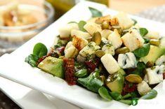 Sałatka z awokado, pistacji i sera pleśniowego Pasta Salad, Cobb Salad, Tortellini, Sprouts, Potato Salad, Potatoes, Vegetables, Cooking, Ethnic Recipes