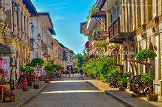 Calle Crisologo in Vigan, Ilocos Sur, Philippines. Photo by Marcos Detourist. Beautiful Places To Visit, Cool Places To Visit, Places To Travel, Travel Destinations, Vigan Philippines, Philippines Travel, Philippines Culture, Ilocos, Tourist Spots