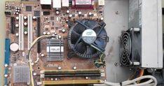 La placa base es el componente de un ordenador en el que se conectan todos los componentes esenciales para el funcionamiento del ordenador. En este trabajo hemos analizado una placa base que hemos cogido de clase y señalamos sus componentes y los fuimos explicando uno a uno. Aunque nos hemos extendido más en la explicación de ciertos componentes.  Esta es la placa base que encontramos en clase y que analizamos:  En ella se pueden observar algunos componentes como:  La pila de litio: permite…