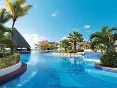 Hotel Moon Palace Golf & Spa Resort is een prachtig ruim 4-sterren resort gelegen aan het beroemde strand van Cancun. Geniet van de typische Mexicaanse gastvrijheid, het vriendelijke personeel en laat u verrassen door de vele faciliteiten voor jong en oud van dit luxueuze Resort. Met een verblijf op dit prachtige resort zult u een onvergetelijke vakantie beleven!    Een dubbele jacuzzi, een 24-uurs roomservice en de frisse wind die over uw balkon glijdt maken uw kamer verleidelijk.