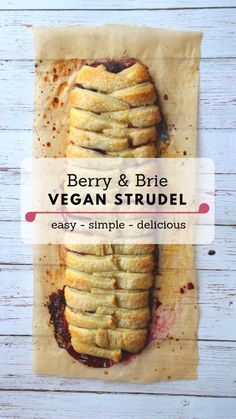 This somewhat fancy vegan strudel is actually really really easy to make. I used a natural puff pastry that is vegan, from the brand Maison, which I f Desserts Végétaliens, Vegan Dessert Recipes, Vegan Sweets, Whole Food Recipes, Vegetarian Recipes, Cooking Recipes, Healthy Recipes, Vegan Brie Recipe, Egg Free Recipes