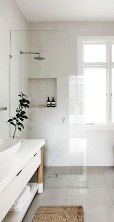 Stylish Remodeling Ideas for Small Bathrooms   Dream House     White bathrooms to maximise feeling of space and light
