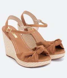 Sandália Feminina Anabela com Nó Moleca - Renner Source by Sock Shoes, Cute Shoes, Me Too Shoes, Trendy Sandals, Trendy Shoes, High Heel Boots, Shoe Boots, High Heels, Wedge Sandals
