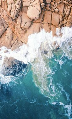 Drone Design : Rock and Ocean – Tech Ideas Ocean Wallpaper, Nature Wallpaper, Phone Backgrounds, Wallpaper Backgrounds, Iphone Wallpapers, Aerial Photography, Landscape Photography, Image Nature, Sea And Ocean