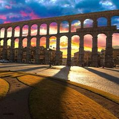 Comfy shoes and a list with all the must-sees of #Segovia. Enjoy your day!  @TurismoSegovia @AVExperience #spain