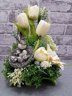 60 Easter Holiday Home Decorations Easter Crafts Ideas - Easter Decorations; Easter Flower Arrangements, Easter Flowers, Spring Flowers, Floral Arrangements, Home Decoracion, Easter Table Decorations, Easter Decor, Deco Floral, Easter Holidays