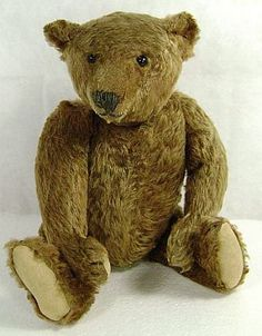 Who wouldn't love to hug this vintage Steiff....