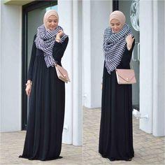 Winter hijab street styles by leena Asaad Hajib Fashion, Street Hijab Fashion, Abaya Fashion, Modest Fashion, Fashion Dresses, Islamic Fashion, Muslim Fashion, Modest Outfits Muslim, Hijab Trends