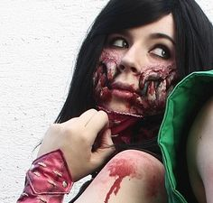 Yes, that is Mileena ! I made a cosplay of her :)