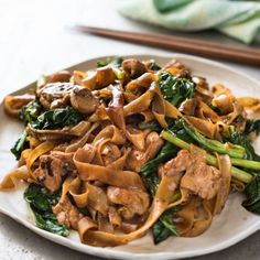 Pad See Ew - A real restaurant quality Thai Stir Fried Noodles recipe, it's easy and fast! www.recipetineats.com