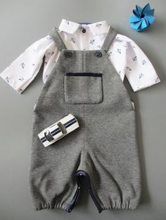 "Droguerie free pattern for Marie Claire Idées, n ° 106 – Little boy shirt and jumpsuit ""Parc Monceau"" / Free pattern for baby boys – Overall and shirt - Marie Claire, Baby Outfits, Toddler Outfits, Kids Outfits, Baby Couture, Couture Sewing, Baby Sewing Projects, Sewing For Kids, Toddler Dress"
