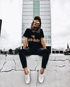 Outfits You'll Love If You Live in Black Jeans Outfit ideas if you love black jeans.Outfit ideas if you love black jeans. Outfit Jeans, Girl Photography Poses, Fashion Photography, Trendy Outfits, Trendy Fashion, Fall Outfits, Women's Fashion, Trendy Hair, Fashion Black
