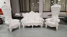 White Baroque Victorian Throne w/ White Trim Sofa Design, Interior Design, Living Room Designs, Living Room Decor, Bedroom Decor, Comedor Shabby Chic, House Of Decor, Throne Chair, Chair Pictures