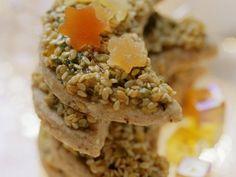 Knusprige Sesam-Monde Plätzchen mit Haselnüssen und Pistazien | http://eatsmarter.de/rezepte/sesam-monde