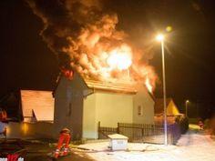Sprenggranaten und Munition bei Dachstuhlbrand http://www.feuerwehrleben.de/sprenggranaten-und-munition-bei-dachstuhlbrand/ #feuerwehr #firefighter